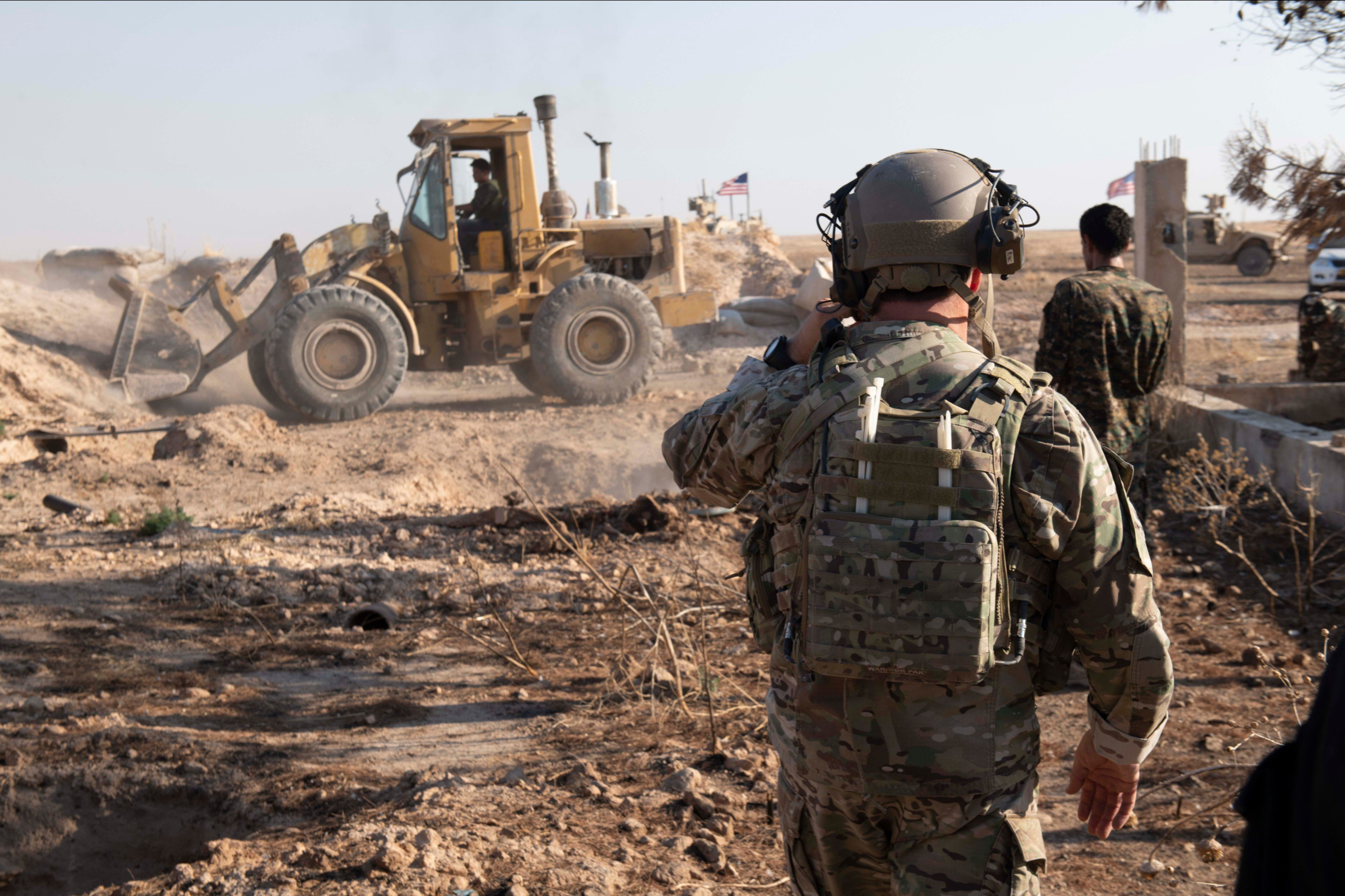 Syrian Democratic Forces (SDF) during the removal of military fortifications on the border with Turkey August 22, 2019 (Pentagon)