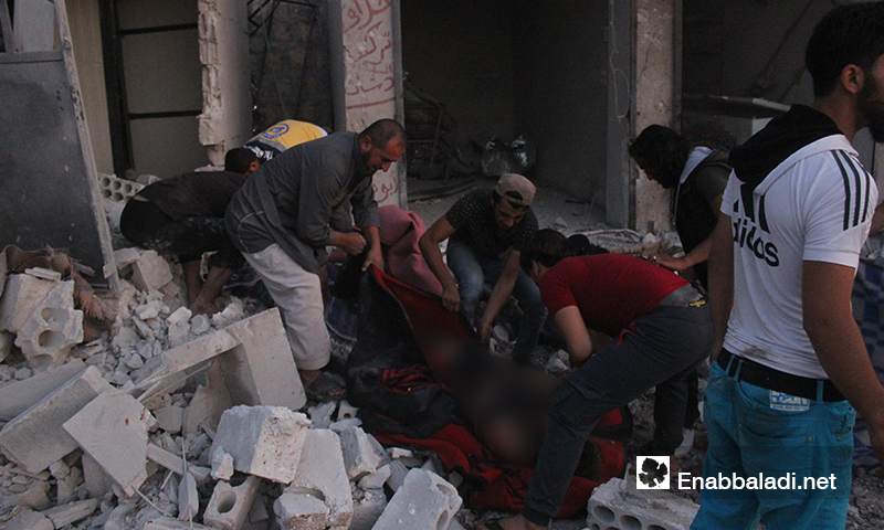 Bodies of civilians pulled out from the debris of houses in an IDPs' assembly point, who died in Russian air raids of the Hass town, southern rural Idlib – August 16, 2019 (Enab Baladi)