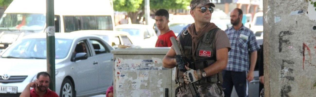 Turkish security officer during a raid on Syrians in Adana Province - July 10, 2019 (Medya Taraf)