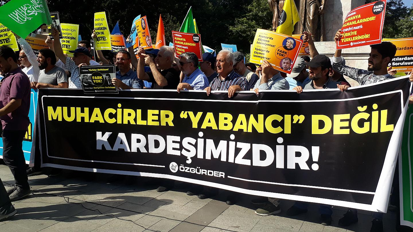 Demonstration of Turkish organizations in the Fateh region of Istanbul against the deportation of Syrian refugees - July 27, 2019 (euronews)