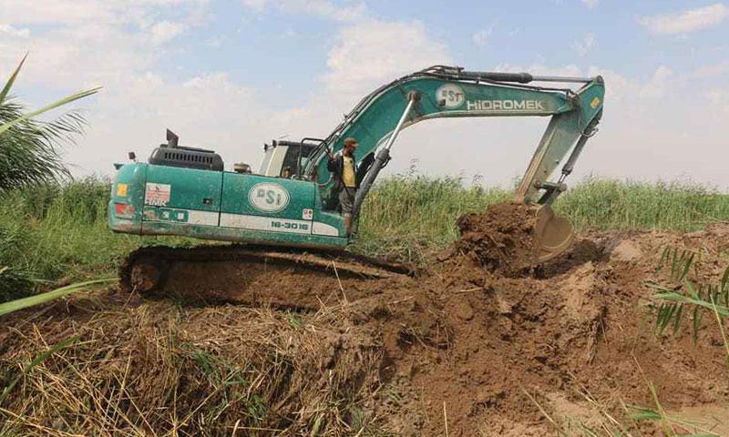 Local council's digging machine in al-Rai, Aleppo countryside, building an irrigation canal in the area- August 22, 2019 (Al-Rai City Local Council)