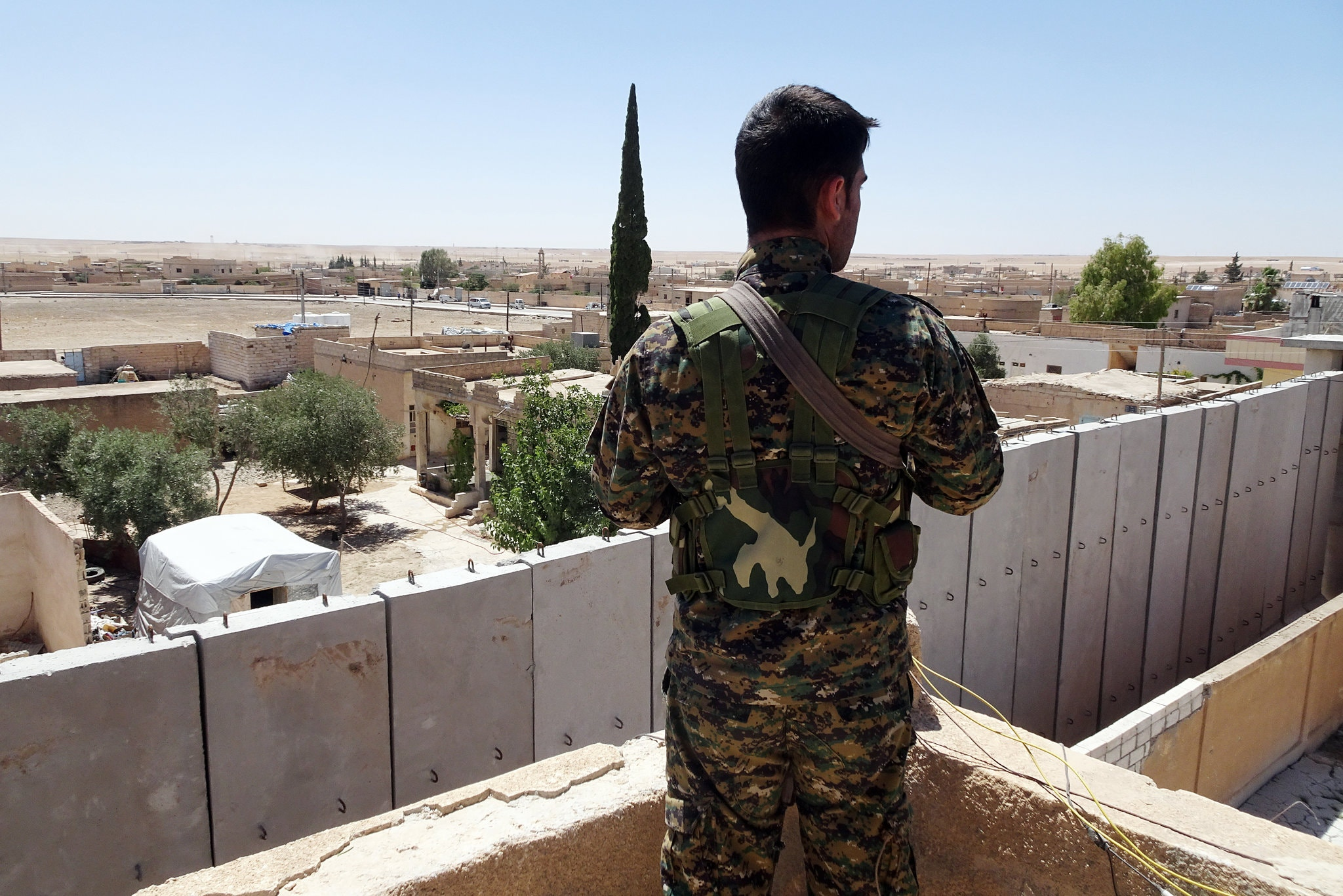 SDF fighter guards ISIS detention center in Ayn Issa - July 2018 (The New York Times)