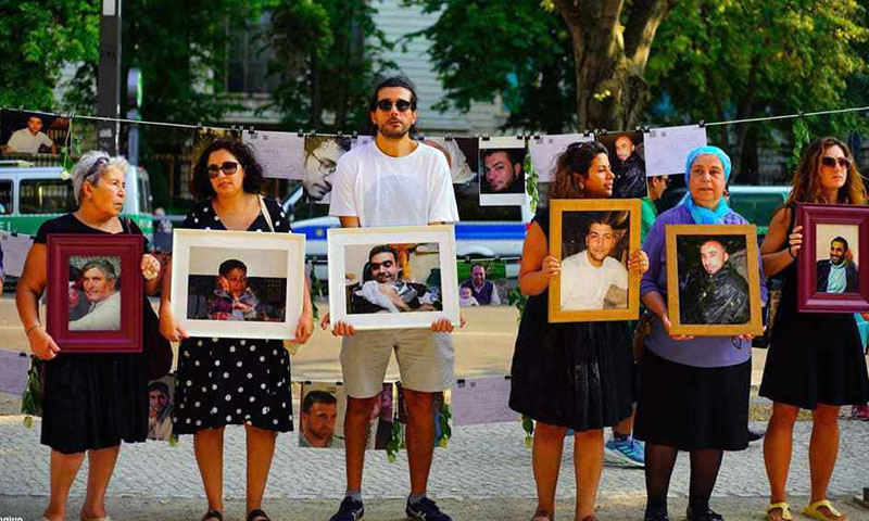 Syrian citizens organizing a protest in front of the Russian Embassy in Berlin to demand the release of their detained relatives - August 31, 2019 (Caesar Families Association)