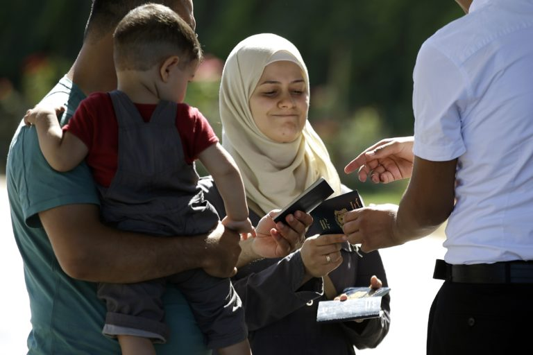 Inspection of passports of Syrian refugees at the Turkish border crossing - September 10, 2013 (AP)