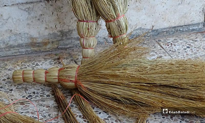 Handmade straw brooms in the town of Dabiq in Aleppo countryside - 17 November 2019 (Enab Baladi)