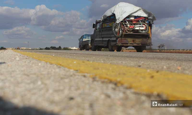 Civilians flee airstrikes in the southern and eastern countryside of Idlib towards the border areas - 8 December 2019 (Enab Baladi)