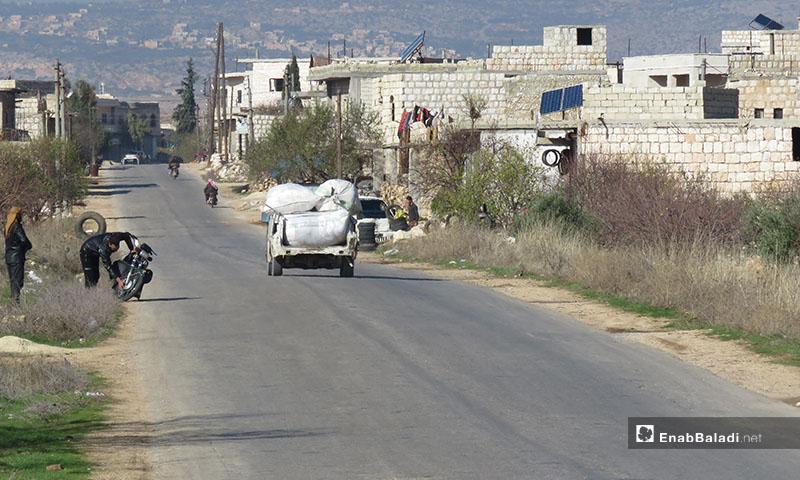 Civilians seen moving out from Maaret al-Numan on 18 December