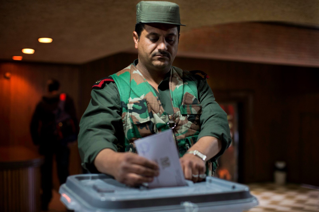 An officer of the Syrian regime forces voting in the People's Council elections - April 13 (2016)