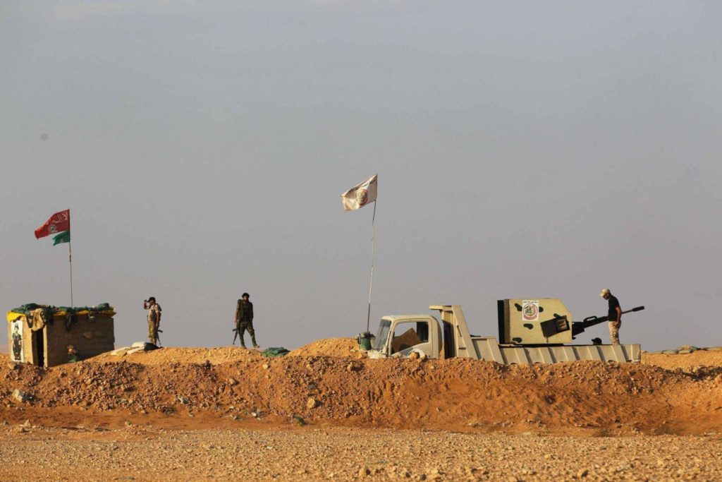 Iranian militia on the border fence between Iraq and Syria (Middle East website)