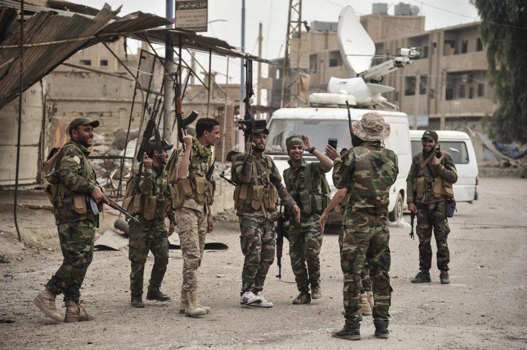 Members of the Syrian regime forces in the city of Al-Bukamal, Deir ez-Zzor – November 21, 2017 (SANA)