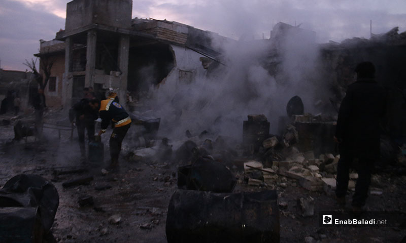 The Syrian Civil Defence volunteers recovering the bodies of victims in the aftermath of Russian and Syrian regime airstrike on the town of  Kafr Nouran in the western countryside of Aleppo - 21 January 2020 (Enab Baladi)