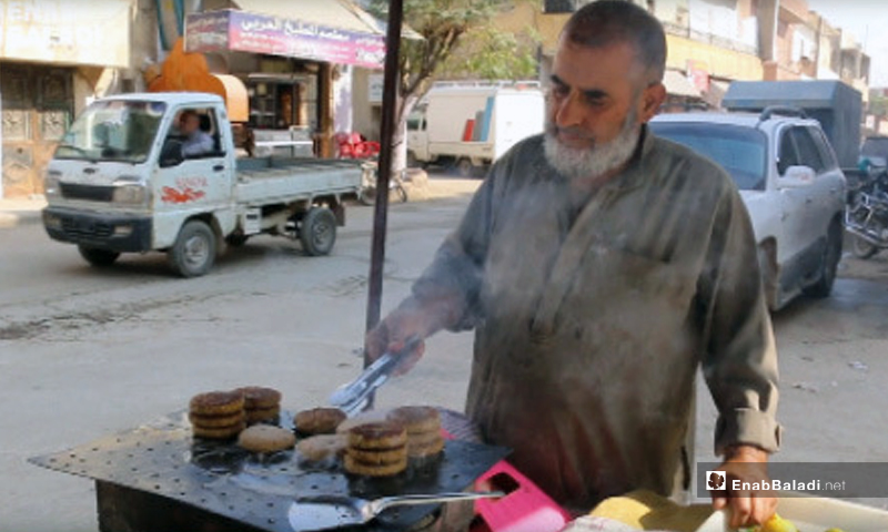 Kebab peddler in Idlib - November 3, 2019 (Enab Baladi)