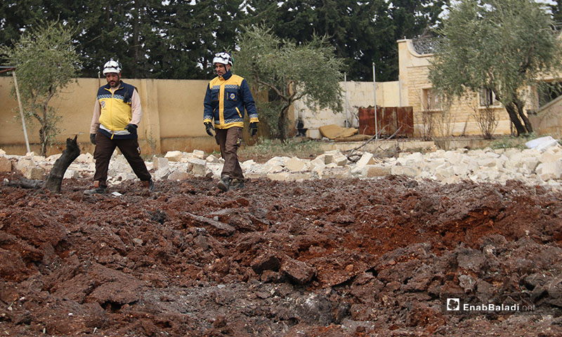 Syrian Civil Defence members inspect rubble at a site of Russian and regime bombing on the western countryside of Aleppo - 18 January 2020 (Enab Baladi)