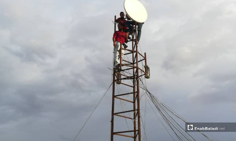 An internet tower owned by an internet service provider in the city of Idlib (Enab Baladi)