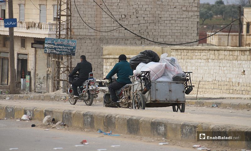 A man tries to pull his house furniture with the help of a motorcycle in Aleppo countryside - 16 January 2020 (Enab Baladi)