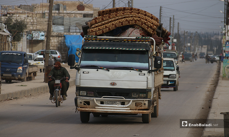 A truck carrying displaced persons and their furniture as they flee bombardment in the western countryside of Aleppo, heading towards the Syrian-Turkish borders - 16 January 2020 (Enab Baladi)