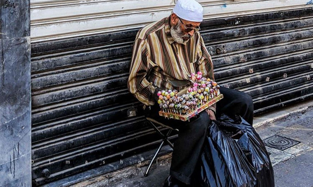 An old man selling goods in an alley in Damascus - November 17, 2019 (Lens Young Dimashqi)