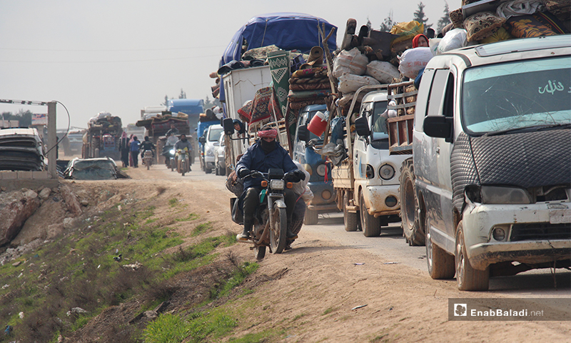 Residents of Mount Zawiya, south of Idlib, heading towards the Turkish border to flee the bombing of the regime forces and Russia – 27 January 2020 (Enab Baladi)