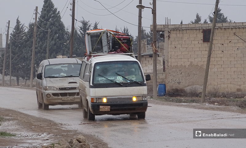 Displaced Syrians flee the shelling and massacres in western Aleppo to the northern countryside of Aleppo near the Syrian-Turkish borders - 12 Februray 2020 (Enab Baladi)
