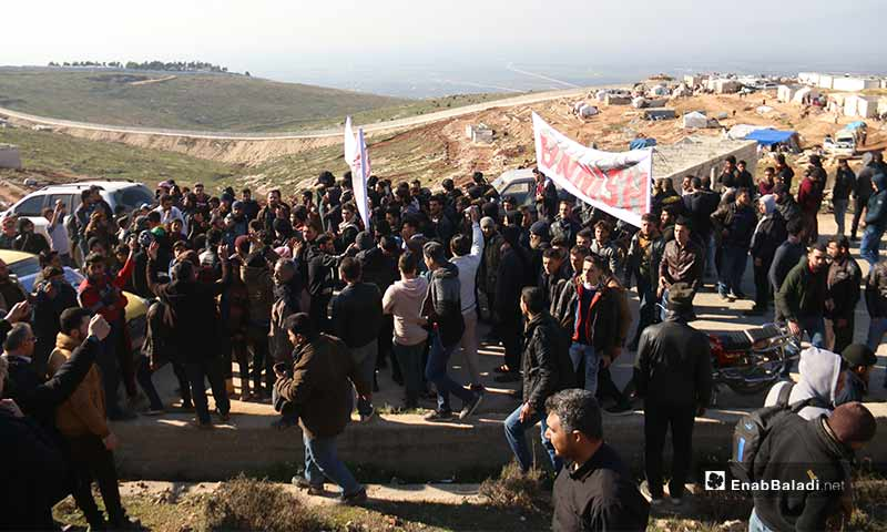 """Syrian protesters in """"From Idlib to Berlin"""" campaign on the Syrian-Turkish border - 2 February 2020 (Enab Baladi)"""