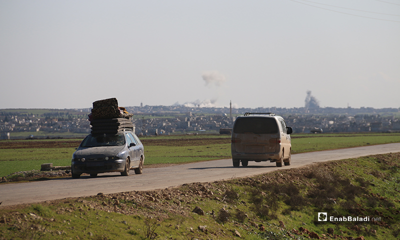 An escalating regime and Russian bombing campaign prompting families to flee from the western parts of Aleppo - 9 February 2020 (Enab Baladi)