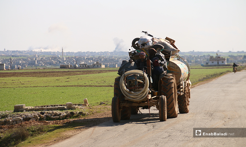A family is fleeing as airstrikes hit the western parts of Aleppo - 9 Februray 2020 (Enab Baladi)