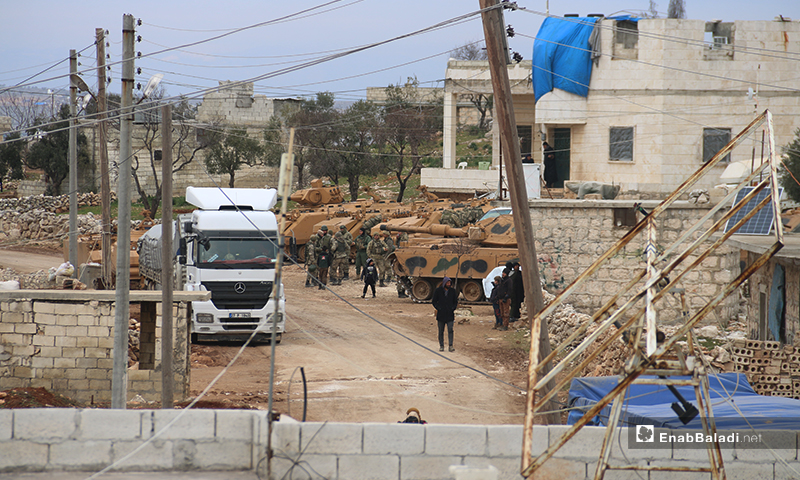 The Turkish Armed Forces are setting up a new military observation post in the town of Termanin, north of Idlib - 15 February 2020 (Enab Baladi)