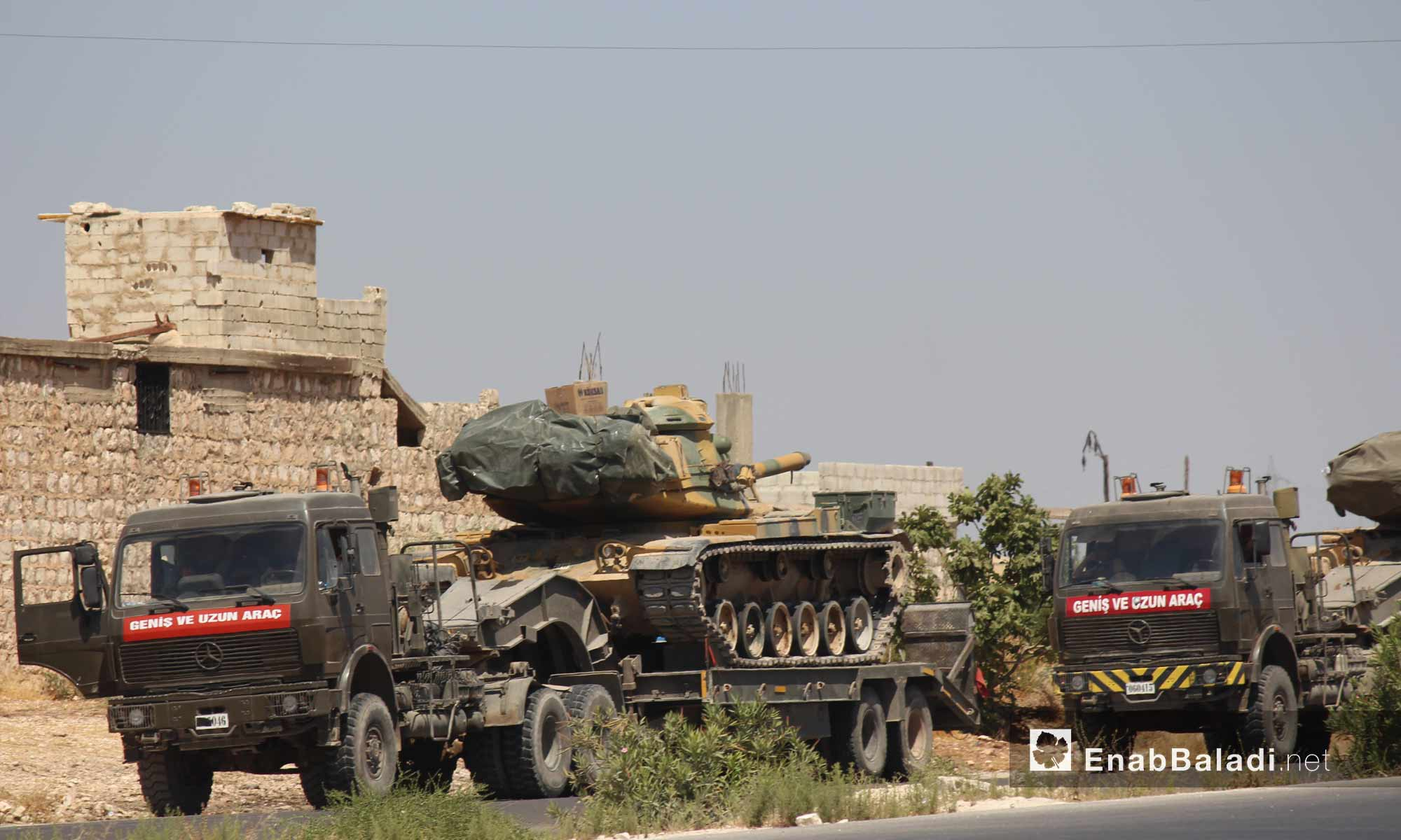 A Turkish military column stopping near Maar Hattat village to the south of Maarrat al-Numan in Idlib after being targeted by the Syrian regime forces. 19 August,2019 (Enab Baladi)