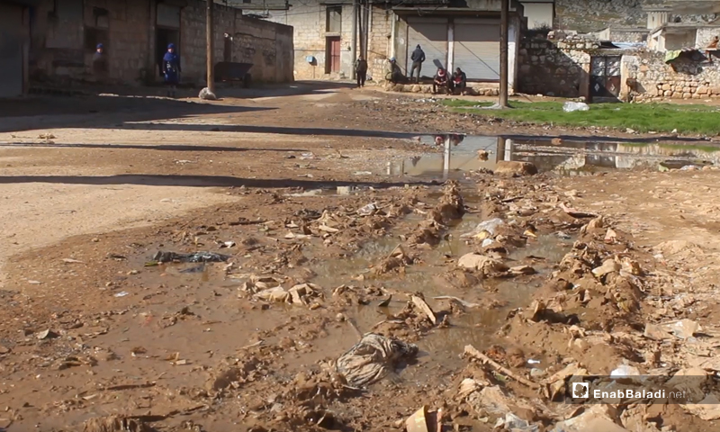 Wastewater gathers in front of the residents' houses in Sardin village in rural Idlib- February 2020 (Enab Baladi)