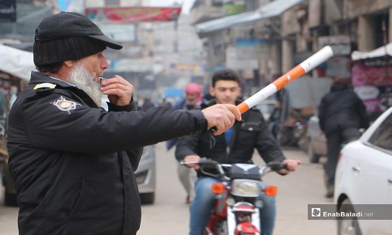 Regulating traffic in the streets of Idlib - January 2020 (Enab Baladi)