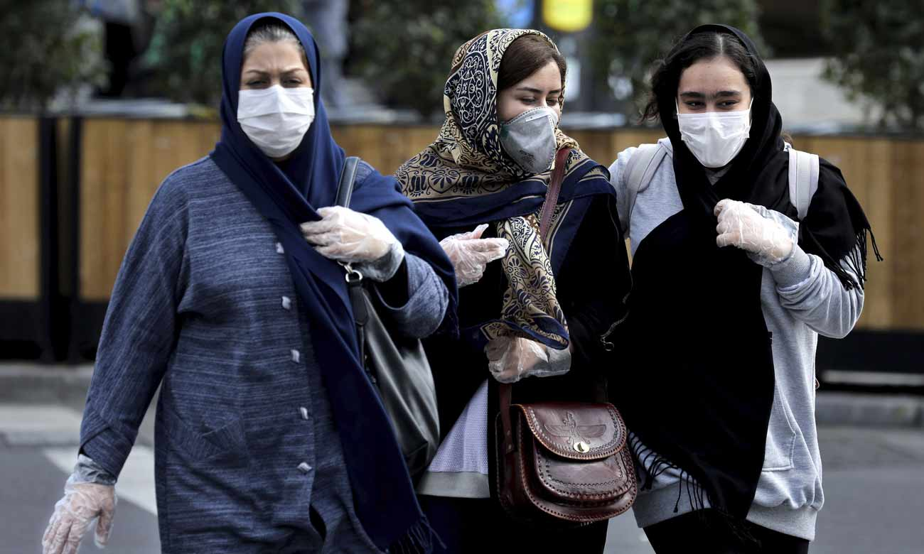 Iranian women committed to the precautionary measures against the spread of the Coronavirus in Iran - 22 February 2020 (Anadolu Agency)