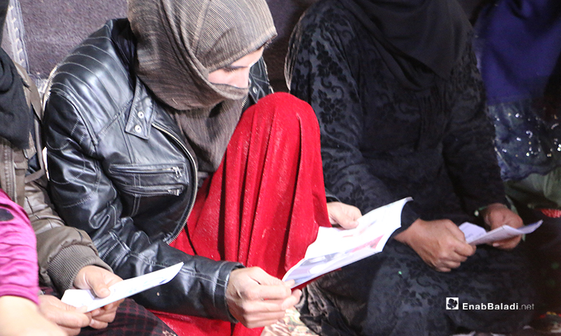 Bader Charity Organization's voluntary campaign to raise the awareness of internally displaced people (IDPs) residing in a camp in Afrin city, by distributing informative flyers on the novel coronavirus (Covid-19) as a preventive measure against the virus – 18 March 2020 (Enab Baladi)