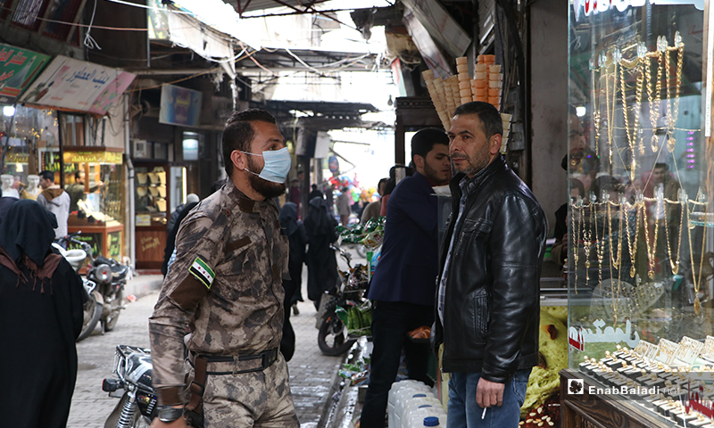 Directions are given by groups of officers and special forces in Novoteh street in the al-Bab city to break up the social gatherings as part of preventive measures against the novel coronavirus (Covid-19) – 28 March 2020 (Enab Baladi)