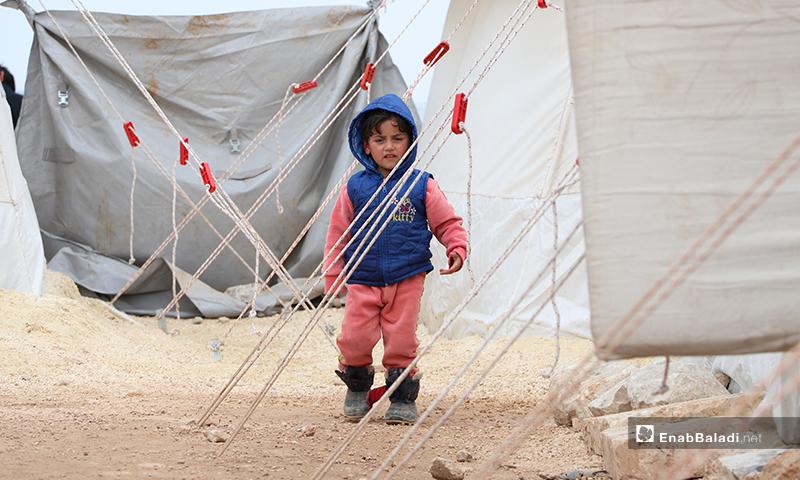 A child standing between the tents of al-Azraq camp of al-Bab city in rural Aleppo – 25 March 2020 (Enab Baladi)