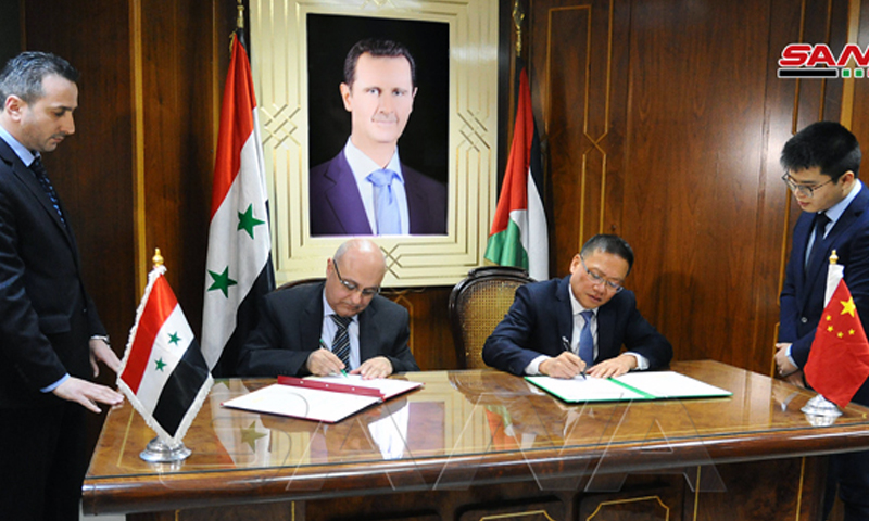 Imad Sabouni, the Head of the Planning and International Cooperation Commission (PICC), signing a cooperation agreement with the Chinese Ambassador in Damascus Feng Biao on 4 March 2020. (SANA)