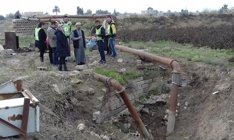 """Oxfam"" team members inspecting a water pump in Deir Ezzor -December 2018 (UN)"