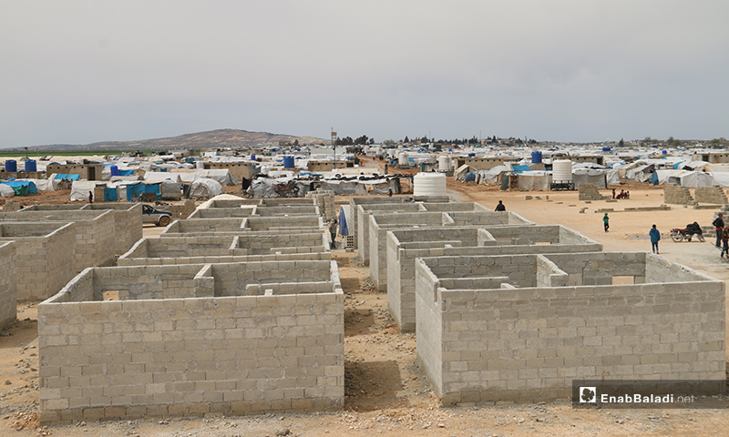 Turkish Humanitarian Relief Foundation (İHH) builds concrete housing units in al-Mukawamah camp north of Azaz city in rural Aleppo for internally displaced people (IDPs) from Idlib and Aleppo countryside – 07 April 2020 (Enab Baladi)