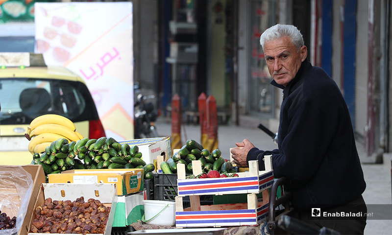 A street vendor selling vegetables in al-Bab city in rural Aleppo before the call to sunset prayer and iftar – 25 April 2020 (Enab Baladi)