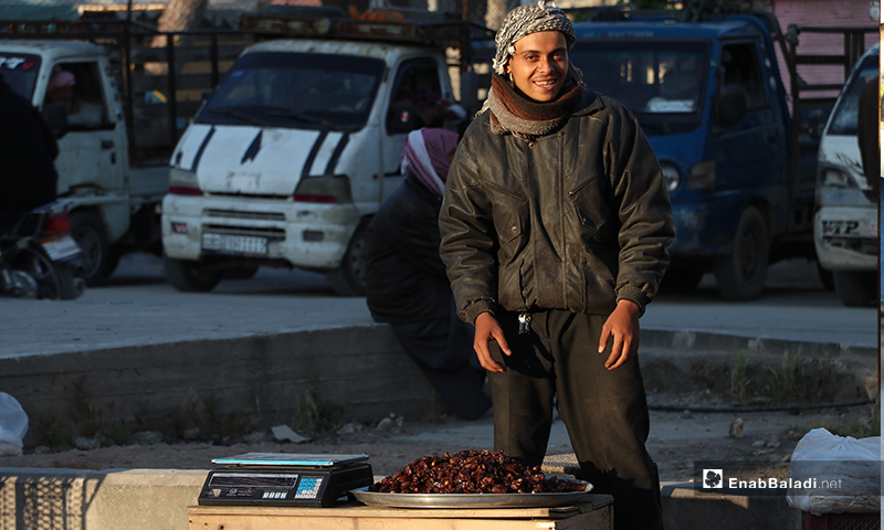 A street vendor selling dates in al-Bab city in rural Aleppo before the call to sunset prayer and iftar – 26 April 2020 (Enab Baladi)