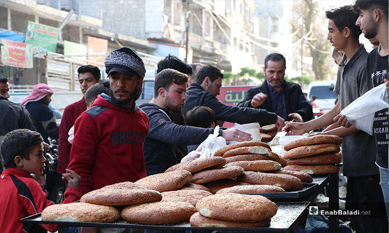 Residents of al-Bab city in rural Aleppo buying maarouk bread before the call to sunset prayer and iftar – 25 April 2020 (Enab Baladi)