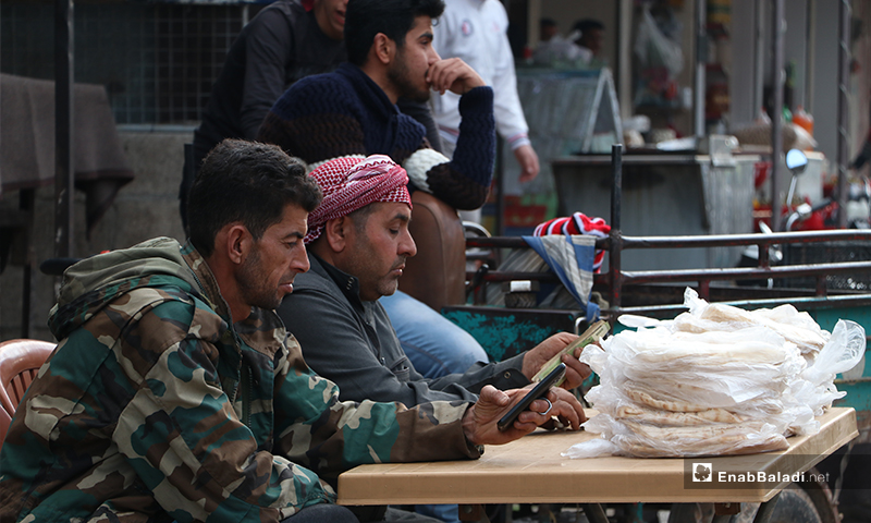 A street vendor selling bread in al-Bab city in rural Aleppo before the call to sunset prayer and iftar –25 April 2020 (Enab Baladi)