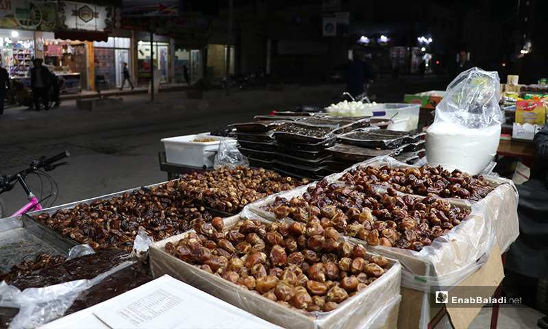 A street vendor selling dates in al-Bab city in Aleppo countryside in preparation to receive Ramadan 23 April 2020 (Enab Baladi)