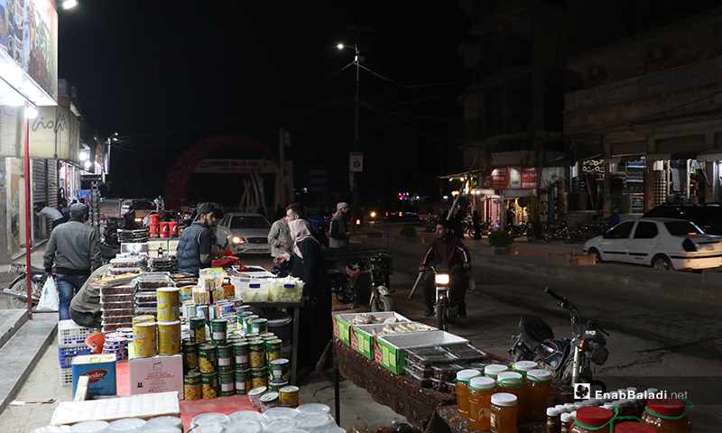 A street vendor selling food items in al-Bab city in Aleppo countryside on the first night of Ramadan – 23 April 2020 (Enab Baladi)