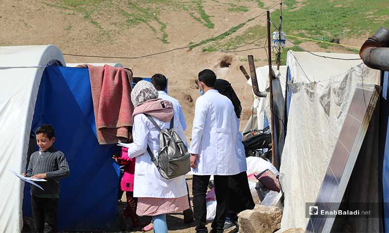 """Medical and Pharmacy students at """"Free Aleppo University,"""" initiate a campaign to raise IDPs' awareness on the danger of the novel coronavirus pandemic (COVID-19), and its means of prevention – 7 April 2020 (Enab Baladi)"""