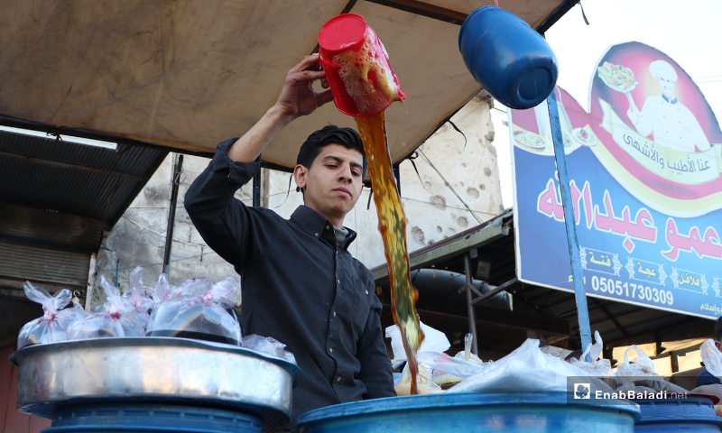 A street vendor selling licorice drink in al-Bab city in rural Aleppo before the call to sunset prayer and iftar – 26 April 2020 (Enab Baladi)