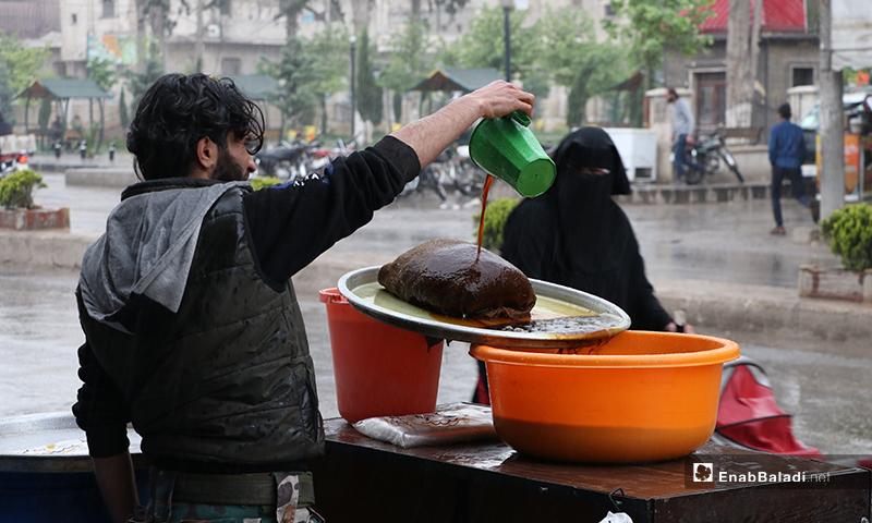 A street vendor selling licorice drink in al-Bab city in rural Aleppo during the rainy Ramadan atmosphere – 24 April 2020 (Enab Baladi)