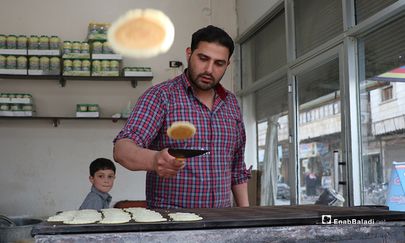 A sweets seller making Qatayef  before the call to sunset prayer and iftar in al-Bab city in rural Aleppo – 25 April 2020 (Enab Baladi)