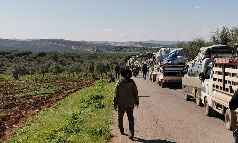 A bottleneck at the border at the Deir Ballut Crossing, which connects Afrin with Atme in the province of Idlib - 11 April 2020 (Deir Ballut Crossing Facebook)