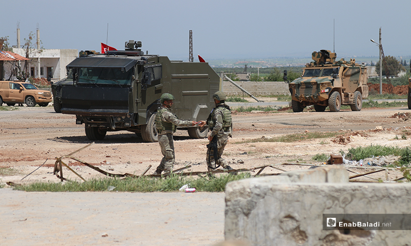Turkish troops and their military vehicles are stationed on the Lattakia-Aleppo international highway (M4) in northern Syria, to safeguard the conduct of the joint patrols with Russia - 17 April 2020 (Enab Baladi)