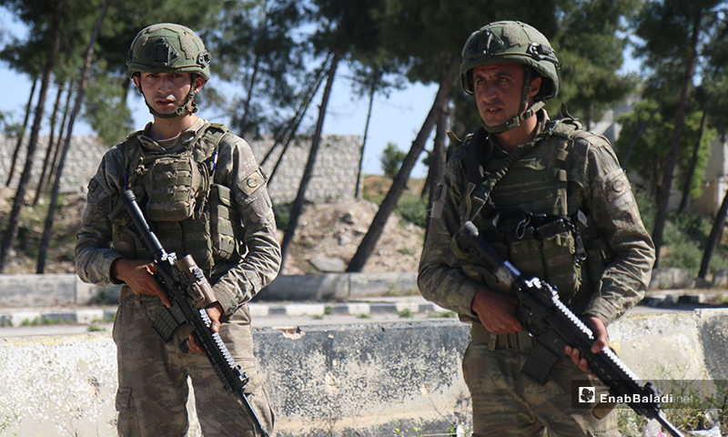 """Members of the Turkish Army Forces (TAF) deployed on the Aleppo – Lattakia international """"M4"""" highway during the eleventh Russian-Turkish joint patrol – 14 May 2020 (Enab Baladi)"""